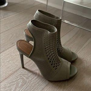 Zara Ankle Strap Peep Toe Sandals. Size 39